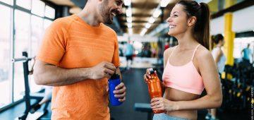 Warum das Fitnessstudio als Flirtplattformen genutzt werden können und was das für das Training bringt.